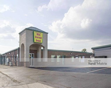 Storage Units for Rent available at 1121 North Coliseum Blvd, Fort Wayne, IN 46805 Photo Gallery 1