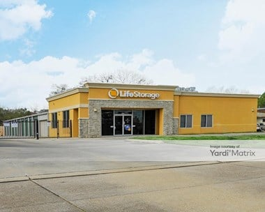 Storage Units for Rent available at 8836 Airway Drive, Baton Rouge, LA 70806 Photo Gallery 1