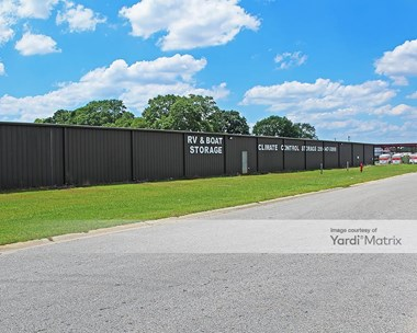 Storage Units for Rent available at 21417 Annandale Drive, Robertsdale, AL 36567 Photo Gallery 1