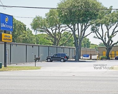 Storage Units for Rent available at 2807 West Michigan Avenue, Pensacola, FL 32526 Photo Gallery 1