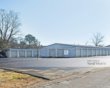 Storage Units for Rent available at 2200 Commerce Drive, Columbia, SC 29205 Photo Gallery 1