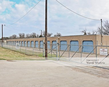 Storage Units for Rent available at 6315 North Interstate 35, Waco, TX 76705 Photo Gallery 1