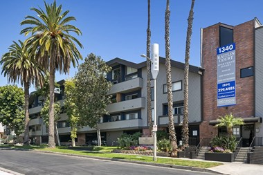1340 N Poinsettia Place 2 Beds Apartment for Rent Photo Gallery 1
