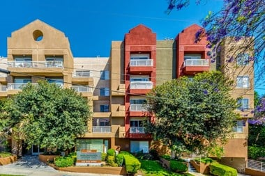 1538 North Martel Ave Studio-2 Beds Apartment for Rent Photo Gallery 1
