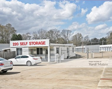 Storage Units for Rent available at 6500 Cole Road, Ridgeland, MS 39157 Photo Gallery 1