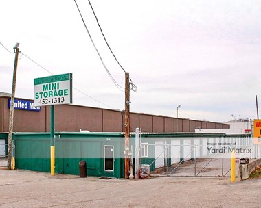 Storage Units for Rent available at 1516 Gardiner Lane, Louisville, KY 40218 Photo Gallery 1
