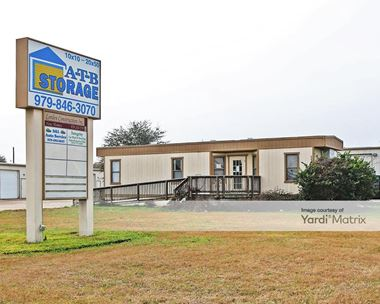 Storage Units for Rent available at 2600 Finfeather Road, Bryan, TX 77801 Photo Gallery 1