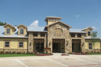 6303 Shady Shores Dr 1-3 Beds Apartment for Rent Photo Gallery 1