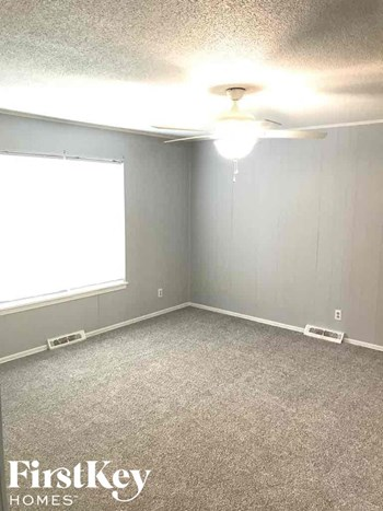 5340 N White Ave 3 Beds House for Rent Photo Gallery 1