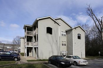 1400 N. Chamberlain Avenue 2-3 Beds Apartment for Rent Photo Gallery 1