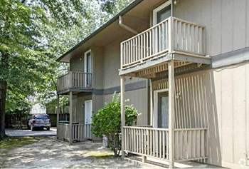 2810 South Poplar Street 1 Bed Apartment for Rent Photo Gallery 1