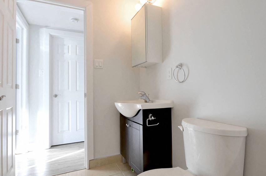 6 Bedroom - 2 Bath