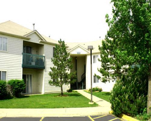 Exterior at Fox Pointe Apartments in Aurora, IL