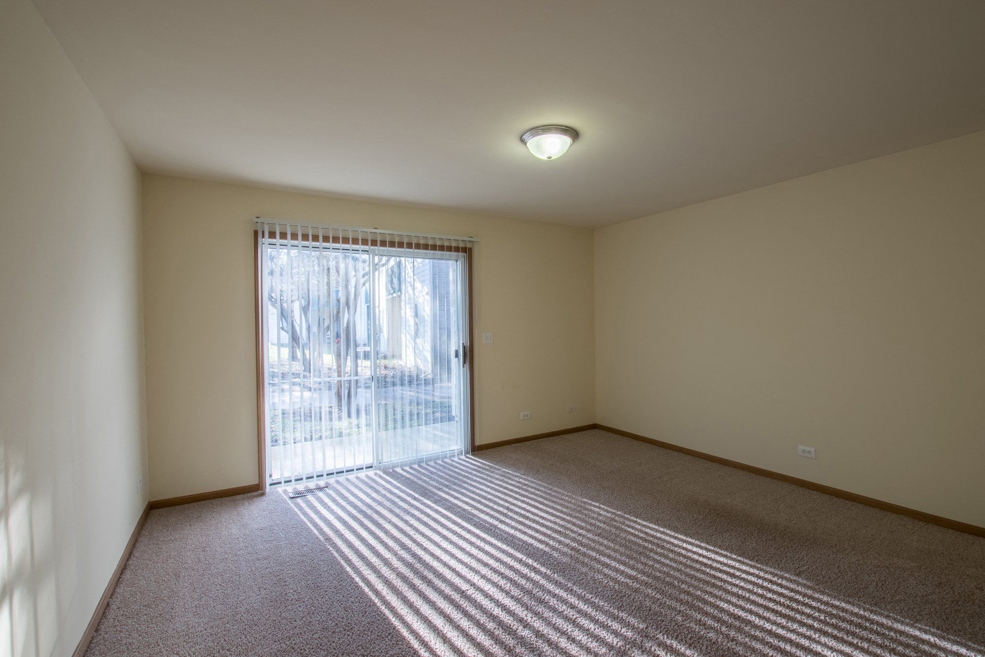 Living Room at Fox Pointe Apartments in Aurora, IL