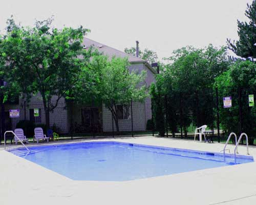 Swimming Pool at Fox Pointe Apartments in Aurora, IL