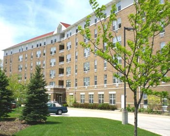 320 N. Milwaukee Avenue 1-2 Beds Apartment for Rent Photo Gallery 1