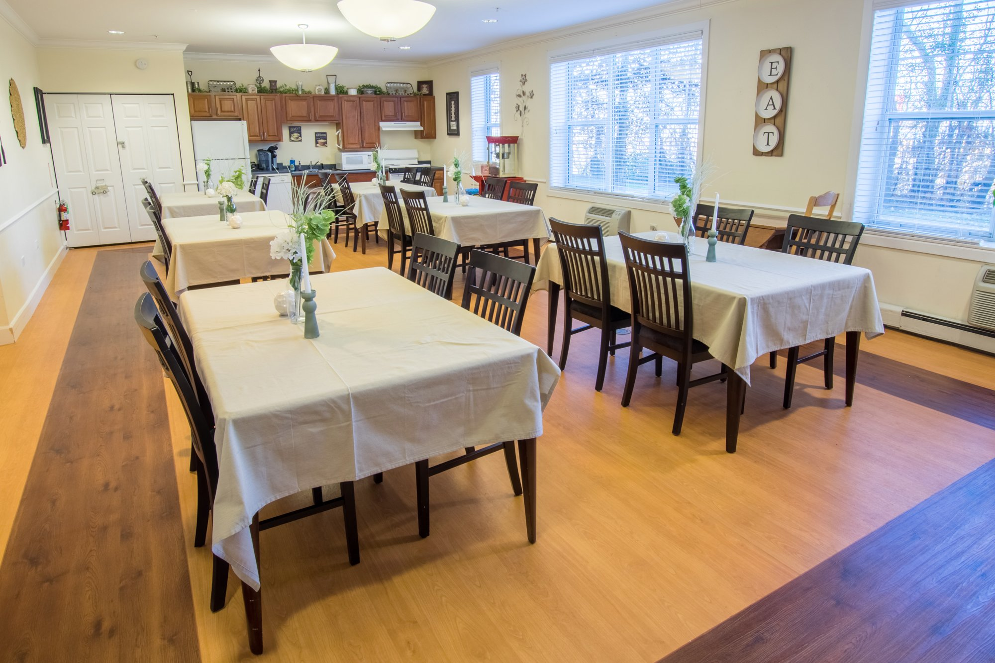Kitchen and Dining Areas at Lakewood Towers Senior Apartments in Lake Villa, IL