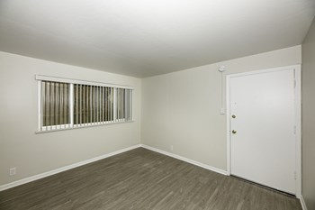 5519 Mission St 1 Bed Apartment for Rent Photo Gallery 1