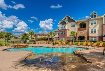 8100 N Riverside Dr 1-3 Beds Apartment for Rent Photo Gallery 1
