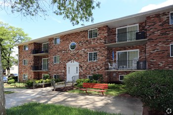 5815 Marlboro Pike 3 Beds Apartment for Rent Photo Gallery 1