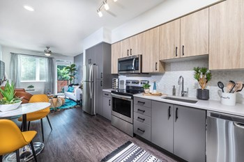 2869 NE Sandy Boulevard Studio-2 Beds Apartment for Rent Photo Gallery 1