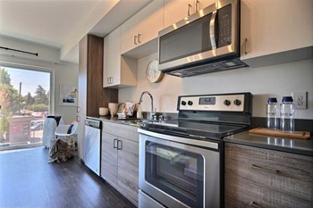 8228 Green Lake Drive North Studio-2 Beds Apartment for Rent Photo Gallery 1