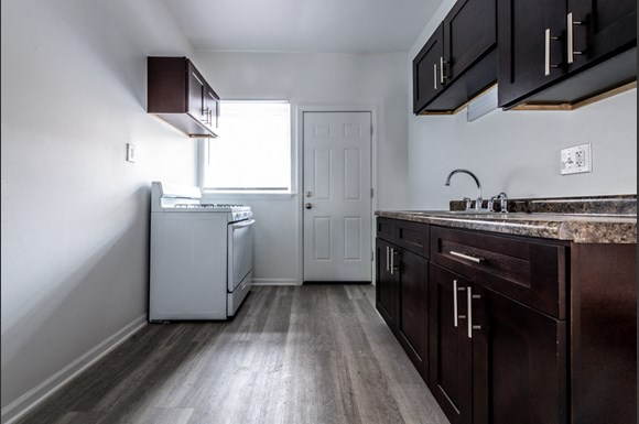 6160 S Martin Luther King Dr Apartments Chicago Kitchen