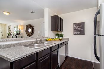 8290 Royalton Rd 1-2 Beds Apartment for Rent Photo Gallery 1