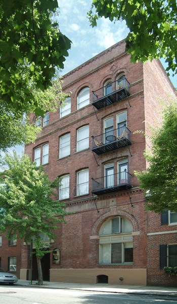1720 Lombard St Studio Apartment for Rent Photo Gallery 1