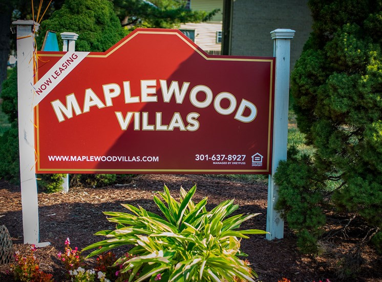 Maplewood Villas Apartments Signage 01