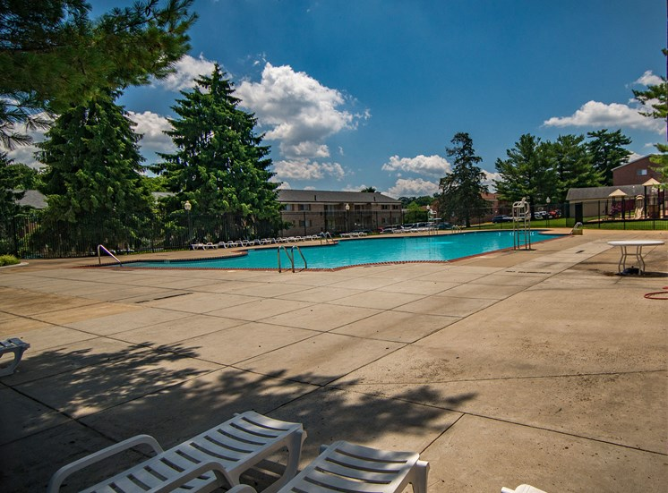 Maplewood Villas Apartments Pool 02