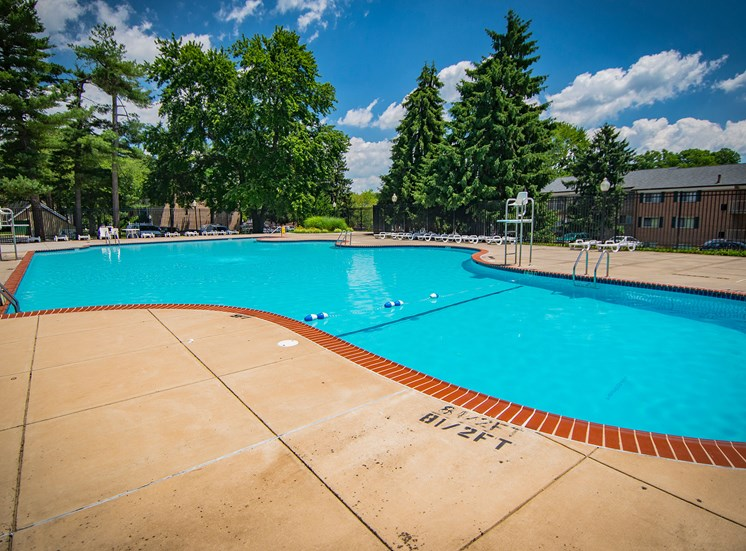 Maplewood Villas Apartments Pool 16