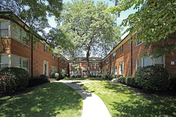 2104 W Foster Ave 1 Bed Apartment for Rent Photo Gallery 1