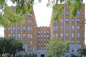 6748 N Ashland Ave Studio-2 Beds Apartment for Rent Photo Gallery 1