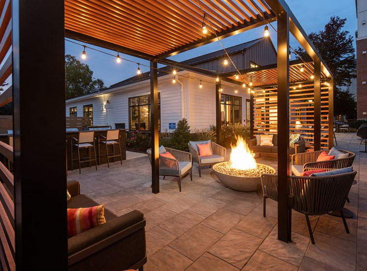 Outdoor Lounge and Firepit