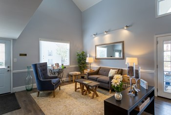 2347 Eastway Dr 1-2 Beds Apartment for Rent Photo Gallery 1