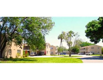 4538 19th Street Circle West 2 Beds Apartment for Rent Photo Gallery 1