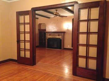 525 Maine Street 2 Beds Apartment for Rent Photo Gallery 1