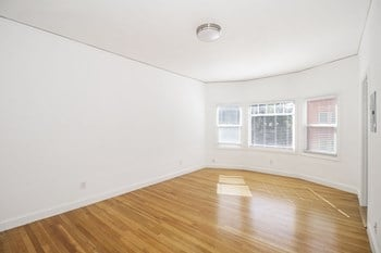 77 Glen Avenue Studio Apartment for Rent Photo Gallery 1