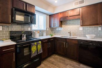 1438 Bouldercrest Rd. SE 1 Bed Apartment for Rent Photo Gallery 1
