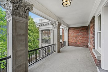 3507-3513 Gillham Road 2 Beds Apartment for Rent Photo Gallery 1