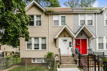 28 ELEVENTH AVENUE Unit 1 4 Beds House for Rent Photo Gallery 1
