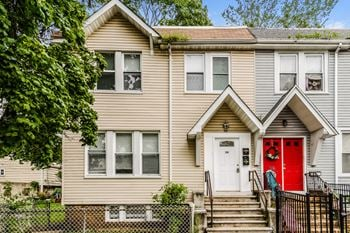 28 ELEVENTH AVENUE Unit 2 4 Beds House for Rent Photo Gallery 1
