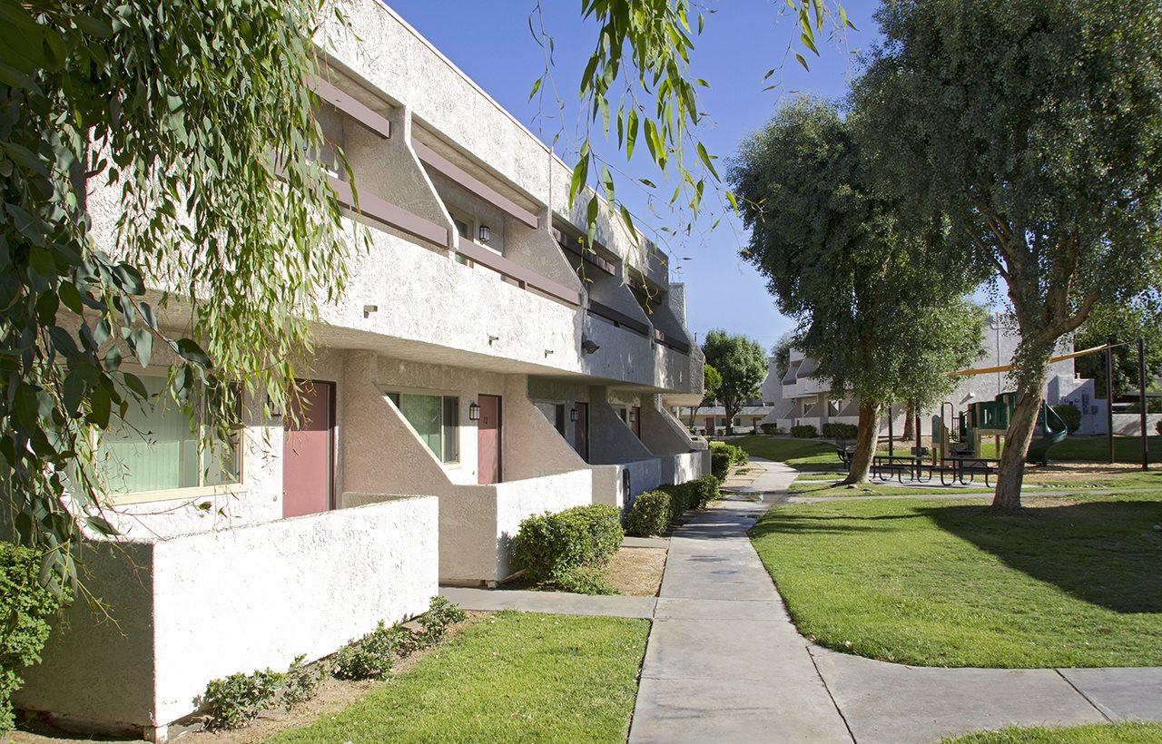 Apartment Building front    Villa Mirage