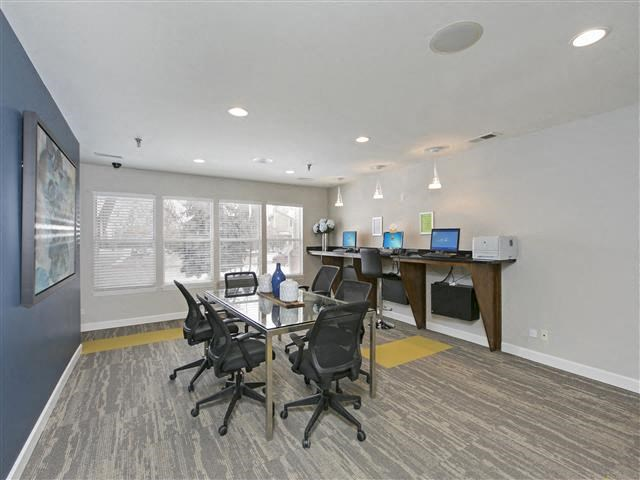 24-Hour Business Center at Hunter's Glen, Illinois, 60504