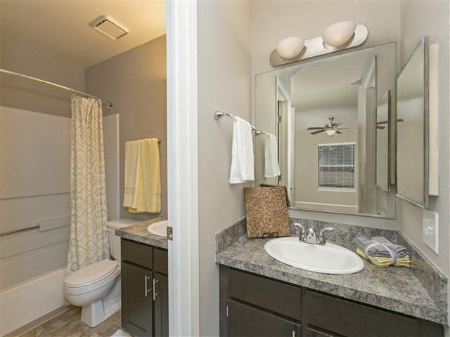 Upgraded Bathroom Fixtures at Hunter's Glen, Illinois, 60504