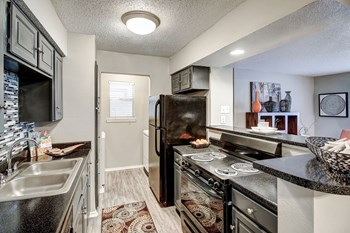 6424 Iron Horse Blvd 1 Bed Apartment for Rent Photo Gallery 1