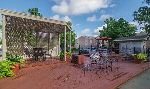Outdoor Lounging Area | Northwest Houston Apartments For Rent | Savoy Manor