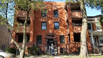 6022-6024 S Eberhart Avenue Studio-4 Beds Apartment for Rent Photo Gallery 1