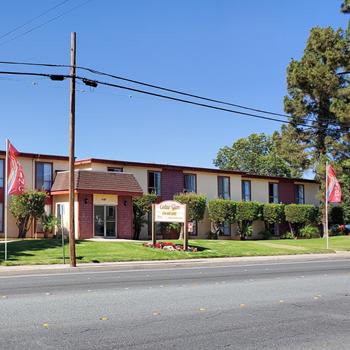 466 West Washington Avenue Studio Apartment for Rent Photo Gallery 1